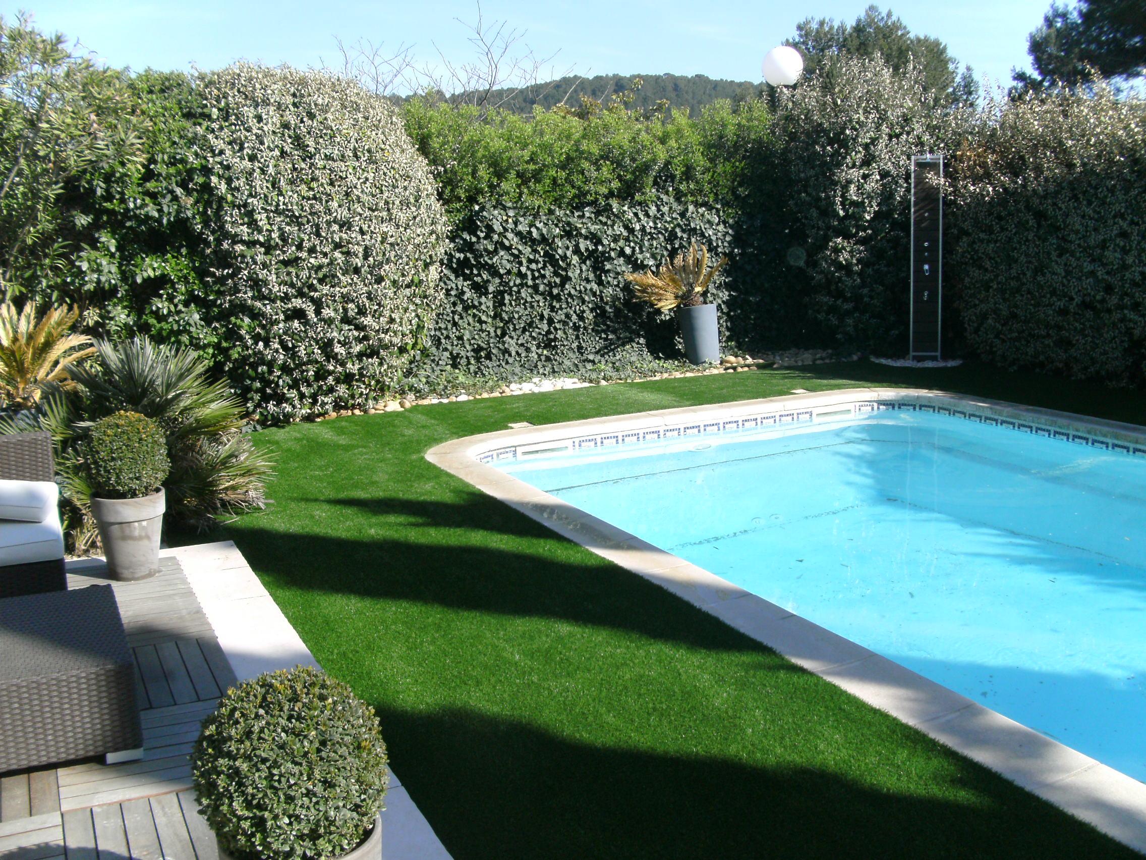 gazon synthetique piscine 1 gazon synth tique pour contour et abord de piscine id e gazon 2272 x. Black Bedroom Furniture Sets. Home Design Ideas